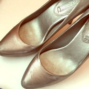 Banana Republic leather silver pumps size 9